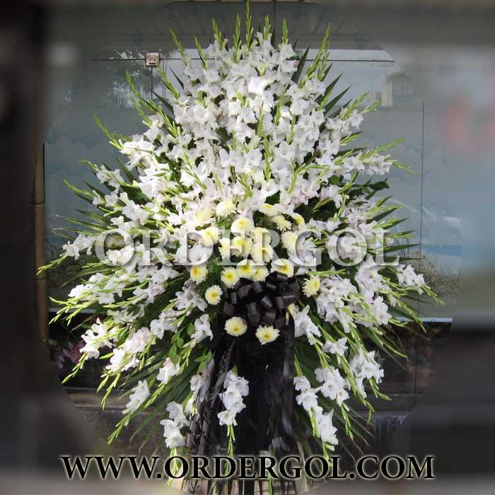 تاج گل پایه دار یک طبقه ترحیم زیبا و شیک